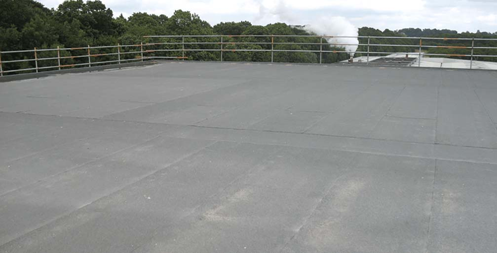 Flat roofing with felt and bitumen
